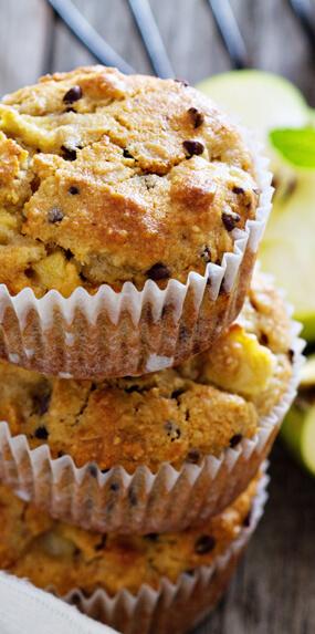 Muffin de maçãs, bananas e canela