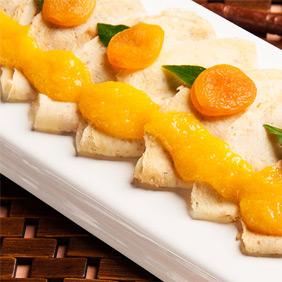 Panqueca doce com calda damasco e laranja